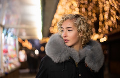 Chiara (ecker) Tags: abend advent adventmarkt bokeh christkindlmarkt frau lichter linz outdoor portrait porträt umgebungslicht adventmarket ambientlight availablelight evening lights portraiture woman sony a7 sonya7riii ilce7rm3 a7r alpha a7riii zeiss 55mm sel55f18z sonnartfe55mmf18za carlzeiss sonnar ƒ18 18 fotoshooting shooting austrianphotographer femalemodel beautiful beauty pretty cute model photography modelphotography