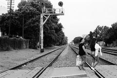 el cruce (Julian Ortiz photography) Tags: 400 argentina buenosaires kodak n90s nikon nikonn90s analog believeinfilm blackandwhite film filmisnotdead filmphotography ishootfilm street streetphotography