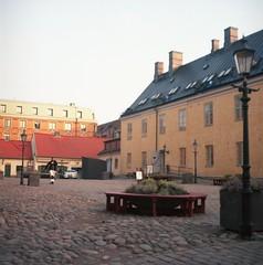 Kronhusbodarna (rotabaga) Tags: sverige sweden göteborg gothenburg lomo lomography kodak ektar twinlens lubitel166 mediumformat mellanformat 120 6x6