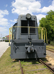 Centercab Switcher, Lake Wales Depot Museum (3 of 3) (gg1electrice60) Tags: lakewalesdepot lakewalesdepotmuseum lakewales polkcounty florida fl unitedstates usa us america 65tonwithcomblocomotive 65tonwithcombdieselengine 65tonwhitcombcentercabswitcher 65tonwhitcombcentercablocomotive centercabswitcher centercabswitchengine black restored floridamidlandrailroad fmidrr fmidrailroad reportingmarksfmid clearestorycoach clearestoryroof passengercar passengercoach formeratlanticcoastlinerailroad formeraclrailroad formeraclrr southscenichighway sscenichwy stateroad17 sr17 fifthstreet fifthst 5thst