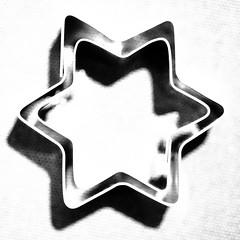 soon needed utensils (vertblu) Tags: biscuitcutters cookiecutters starshaped christmasbaking star mono bw postprocessing macromode macro macromondays centersquarebw centered hmm vertblu minimal minimalism minimalismus highkey lightshadow shadow bsquare 500x500