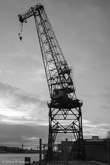 the crane (oliver.nelson) Tags: europa europe göteborg minoltamcwrokkorsg2835 objektiv schweden lightroom black white bw grey crane industrial sweden