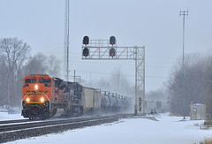 BNSF led mixed freight in the snow at Kendallville Indiana (Matt Ditton) Tags: bnsf kendallville signal snow indiana railroad