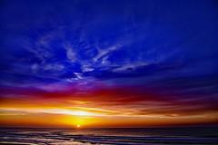 Sea, Sun and Sky (Ciceruacchio) Tags: sky ciel cielo sun soleil sole sunset tramonto coucherdesoleil sea mer mère mare ocean oceano acqua atlanticcoast costaatlantica côteatlantique medoc france francia frankreich nikond750