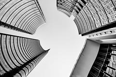 Mailand Piazza Gae Aulenti bw 9 (rainerneumann831) Tags: mailand portanuova architektur abstrakt lookup linien bw blackandwhite blackwhite ©rainerneumann