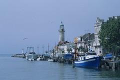 Le Grau du Roi (claudia.schillinger) Tags: legrauduroi france frankreich camargue lighthouse leuchtturm