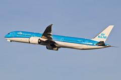 Boeing 787-9 Dreamliner PH-BHG KLM (Jarco Hage) Tags: boeing 7879 dreamliner phbhg klm schiphol amsterdam ams eham byjarcohage aviation airplane vliegtuig aircraft vliegtuigen nederland netherlands airport
