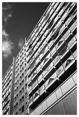 analog - Minox 35 GT - T-Max 100 (tom-schulz) Tags: minox35gt tmax100 film 35mm analog rahmen frame monochrom bw sw berlin thomasschulz urban häuserblock strukturen balkon