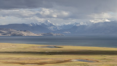 Tsomoriri #6 (jean matthieu) Tags: blue canon clood cloods color eos himalaya india indiantibet ladakh lake landscape light montain montains sky tsomoriri