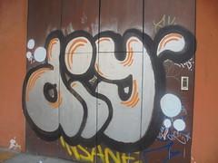 925 (en-ri) Tags: diy bianco nero arancione goccia bologna wall muro graffiti writing