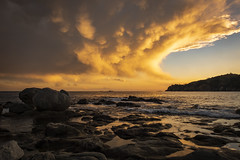 The last storm minutes (Salva Pagès) Tags: nube nuvol nuage cloud cumulunimbus tempesta tormenta storm sunset platja playa beach palafrugell calelladepalafrugell baixemporda girona catalunya catalonia meteo meteorologia meteorología meteorology forecast roca rock