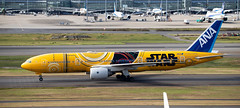 JA743A 3 (kentmatthiesen) Tags: ana all nippon airlines boeing 777281er star wars c3po hnd tokya haneda ja743a