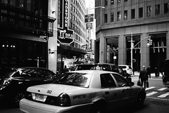 Manhattan Scene (ekonon) Tags: pushedonestop monochrome olympusxa2 1 blackandwhite film filmphotography traffic taxi
