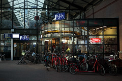 20190118-Canon EOS M5-6070 (Bartek Rozanski) Tags: thehague denhaag zuidholland netherlands holland dutch city railway station bicycle shop repair