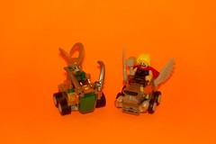 Mighty Micros: Thor vs Loki (76091) (Juan Antonio Xic Eseyosoyese) Tags: mighty micros thor vs loki 76091 piezas 79 enfrentamiento entre hermanos con este divertido juego de lego marvel super heroes carro elementos ala ajustable y el bocina viking está equipado un cetro tiene su icónico martillo mjölnir incluye 2 minifiguras accesorios incluyen la capa casco nikon coolpix toy legopic misma caja juguetes choque cara