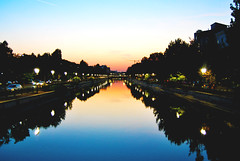 """Put your soul in the water... (Anselmo Portes) Tags: bucareste bucharest romania romênia river dâmbovițariver dusk twilight nightfall entardecer rio reflection reflections reflexo agua water colours colourful colors cores cor"