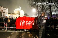 """Rechter Aufmarsch von """"Wir für Deutschland (WfD)"""" und antifaschistische Gegenproteste – 09.11.2018 – Berlin - IMG_9215 (PM Cheung) Tags: wirfürdeutschlandwfd trauermarschfürdieopfervonpolitik antifa gegenprotest berlinmitte demonstration verbot andreasgeisel novemberpogrome 09112018 regierungsviertel tiergarten hauptbahnhofberlin neonazis afd rechtspopulisten berlingegennazis 80jahrestagreichspogromnacht wfdaufmarsch auchnach80jahren–keinvergessenkeinvergeben reclaimclubculture faschismuswegbeamen polizei pmcheung demo protest kundgebung 2018 protestfotografie pomengcheung mengcheungpodemo antifaschisten b0911 wwwpmcheungcom rechtsruck berlinerbündnisgegenrecht lichtangegennazis facebookcompmcheungphotography"""