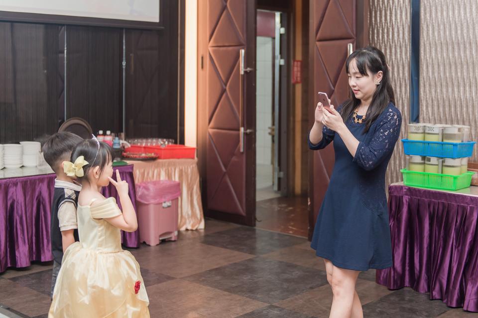 台南東東宴會式場 婚宴 走在幸福的紅毯上 R & B 101