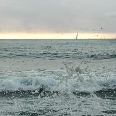 derrière l'écume (Mireille Muggianu) Tags: bouchesdurhone europe france laciotat provencealpescotedazur bateau boat carré mer paysage square vague voilier wave écume samsung nx nx500