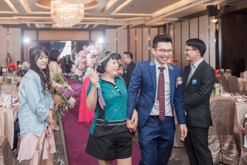 台南東東宴會式場 婚宴 走在幸福的紅毯上 R & B 100