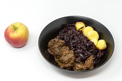Rindergulasch nach traditioneller Art mit Apfelrotkohl und Miniknödel mit einem Apfel auf weißem Hintergrund (verchmarco) Tags: diet food closeup delicious isolated fresh background healthy white lebensmittel gesund fruit obst köstlich noperson keineperson apple apfel health gesundheit sweet süss nutrition ernährung diät refreshment erfrischung meal mahlzeit tasty lecker desktop nahansicht cooking kochen epicure feinschmecker breakfast frühstück plate teller bowl schüssel fish christmas animals sunshine colorful boeing india balance lights duck