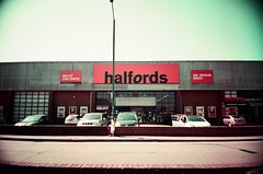 Halfords (Jim Davies) Tags: ricohr1 compactcamera 35mm lomo purple 400asa 100asa may 2018 summer veebotique film analogue filmfilmforever filmisnotdead filmisalive believeinfilm england banbury oxfordshire oxon sunshine summertime sunny