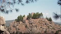 Η εκκλησία της Αγίας Σοφίας και ο μεσαιωνικός πύργος στο Κάστρο της Λιβαδειάς. (Greece, Livadeia, Castle). (Giannis Giannakitsas) Tags: λιβαδεια βοιωτια ελλαδα livadeia livadia λειβαδια viotia greece boeotia castle agia sofia καστρο λιβαδειασ αγια σοφια