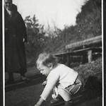 A2-340 Barfüßer Album, Haus Hainstein Familienfotos, 1920-1940 thumbnail