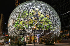 Amazon Spheres, Downtown Seattle (Paddy O) Tags: downtownseattle holidays amazon amazoncampus spheres southlakeunion amazonspheres 2018 night citylights seattle downtown