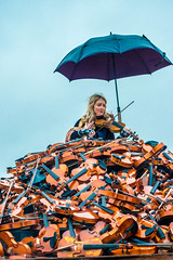 Mountain of Sound (Tony Shertila) Tags: jeanluccourcoult liverpooldream liverpoolsdream newbrighton royaldeluxe england liverpool britain europe giants marionettes merseyside puppets wirral ©2018tonysherratt unitedkingdom 20181005114154liverpooldreamgiantsnewbrightonlr violin music lady portrait pile