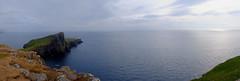 Neist Point Lighthouse / Skye Island / Highlands / Escocia (124) / Scotland (Ull màgic (+1.500.000 views)) Tags: neistpointlighthouse skyeisland highlands scotland escocia aigua agua water mar atlàntic atlántico oceà panoràmica panoramica natura naturaleza nature paisatge paisaje landscape capvespre postadesol atardecer sunset núvols nubes cel cielo roques penyasegat acantilado far faro fuji xt1