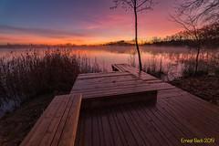 A cinc nimuts. (Ernest Bech) Tags: catalunya girona pladelestany banyoles estany llac lago lake albada sortidadesol amanecer sunrise landscape longexposure llargaexposició llums lights irix canon