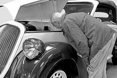 the expert (heinzkren) Tags: steyr 220 puch austria cabriolet cabrio oldtimer car auto candid fachmann man people old oldstyle classic classiccar canon powershot auction versteigerung dorotheum dream dreamcar beautiful schwarzweis blackandwhite bw sw monochrome matching