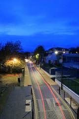 Sous les lumières de la rue de la Fuie des Vignes (Tonton Gilles) Tags: alençon normandie heure bleue filé phares de voiture rouge feu rue la fuie des vignes arrière lignes pose longue réverbères lampadaires paysage urbain lumières