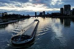Ulm in Frankfurt (gatierf) Tags: frankfurtmain main schiff frachter hesse