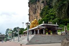 Hanuman Temple, Batu Caves, Kuala Lumpur. (Manoo Mistry) Tags: kualalumpur malaysia caves batucaves batu naturalwonder nikon nikond5500 tamron18270mmzoomlens tamron holiday hindu hindushrine hindutemple hinduism