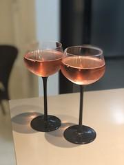Anglų lietuvių žodynas. Žodis rose wine reiškia rožių vyno lietuviškai.