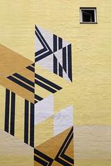 Landgreven 3 (just.Luc) Tags: building gebouw gebäude bâtiment yellow geel gelb amarillo jaune mural kopenhagen københavn copenhagen copenhague copenhaga zealand sjælland seeland danmark denmark denemarken danemark dänemark tanska window raam venster fenster fenêtre europa europe