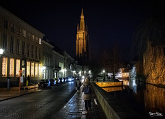 Bruges - Torre di notte (genny.parente) Tags: brussels bruge belgium night lights water black sun moon