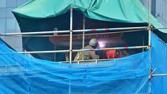 Schweißarbeiten (Sanseira) Tags: singapur singapore asien arbeiter schweisarbeiten bauarbeiter gerüst
