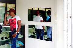 Waiting in Cartagena (klauslang99) Tags: klauslang cartagena colombia people counter waiting mirror streetphotography
