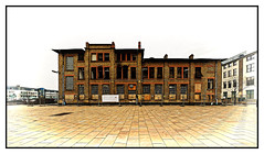 Altes Fabrikgebäude . . . (norbert.r) Tags: flickrchallengegroup architecture old building urbanscene house city oldfashioned street brick history window facade outdoors cityscape industry retrostyled town industrie