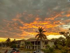 Mais um dia para agradecer a Deus! (jneydson) Tags: sunset imbassaí reservaimbassaí pôrdosol