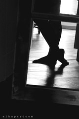 Trying and trying (Octubres rotos) Tags: feet selfportrait body women girl legs mirror reflect autoportrait closeup bn bw bnw black withe blanco negro monochrome monocromo low key clave baja figure portrait photography amateur canon1100d albapardoom 1855 summer silhouette shadow shade nude