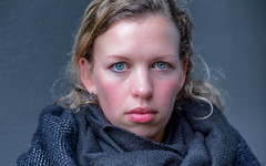 A stranger in The Hague 2019 (zilverbat.) Tags: face portrait portret portretfotografie project zilverbat people photography peopleinthecity woman peopleinthestreet world eyes bokeh canon image innercity denhaag dutch dutchholland thenetherlands timelife thehague town availablelight natuurlijklicht naturallight faces cold koud kou expression expressie soul
