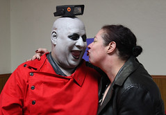 Give Us a Kiss, Uncle Fester, at the 2018 Doo Dah Queen Tryouts (Robb Wilson) Tags: pasadenacalifornia 2018doodahqueentryouts americanlegionhall unclefester angel kiss redchemistsmock strobelight