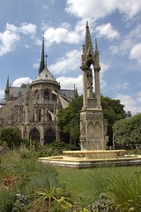 Notre-Dame Gardens (Jason Bradley Douglas) Tags: europe france paris cathedral