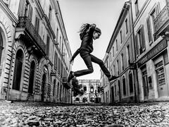 Jump Street (davcsl) Tags: blackwhite bw biancoenero blackandwhitephotosonly child childshappiness callejerastrassenfotografie davcsl france fille fotografiadistradafotografía fillette gard languedocroussillon monochrome monotones noiretblanc noiretblancblackwhite nb nimes nîmes occitanie people photoderue photographiederue southoffrance streetphotography street urban urbanstreet urbanfreeflow europe jump women woman arenes arena amphithéatre amphitheatre