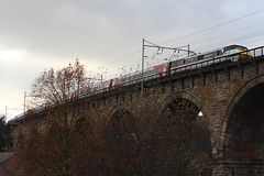 91119 DEPARTS DURHAM ON 18 NOVEMBER 2018 WITH 1E14 1200 EDINBURGH WAVERLEY - LONDON KINGS CROSS (47413PART2) Tags: 91119 boundsgreen swallow intercity class91 electric train rail railway locomotive lner durham
