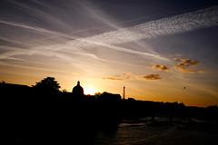 Skyline (Calinore) Tags: paris city ville silhouette sky ciel cloud quaisdeseine institutdefrance toureiffel coucherdesoleil sunset